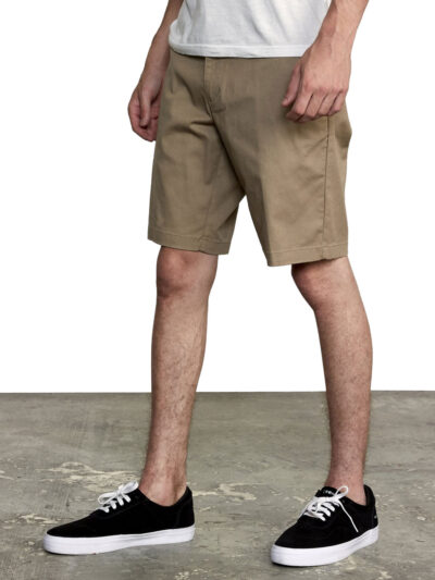 RVCA Weekend Stretch Short dark khaki MODEL4